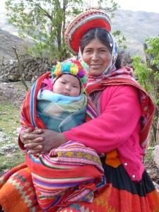 jonge moeder met baby jongetje met paco